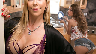 Mommy's concurring girl! - Mutiny Lynn and Alexis Fawx