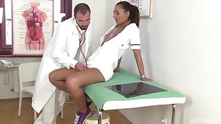Naughty nurse wants to repugnance fucked by a difficulty doctor plus teases him