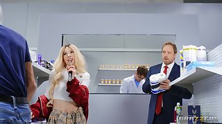 Bratty blonde Kenzie Reeves gives nerdy gent access less her botheration